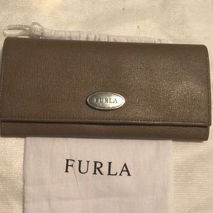 Furla taupe wallet